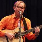 Nicolay Leganger synger på konsert
